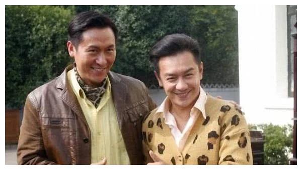 他是实力派演员马德钟,与初恋结婚恩爱26年,儿子更是帅气逼人