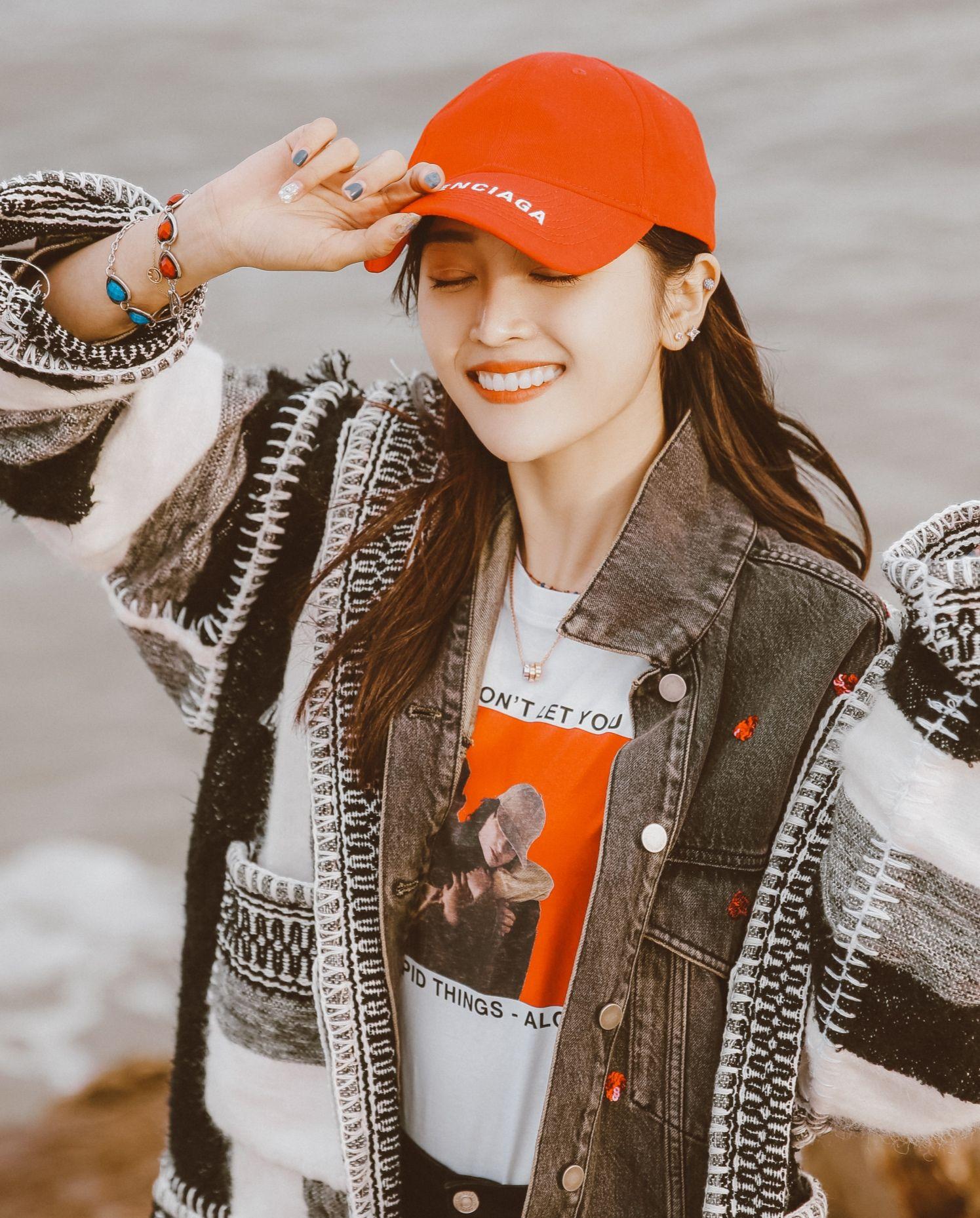 吴宣仪演绎各种帽子戴法,你喜欢哪一种?