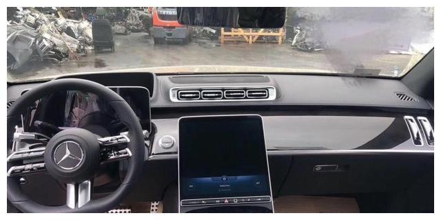 全新一代奔驰S级即将首发亮相,配智能超大液晶屏,7月8日来袭