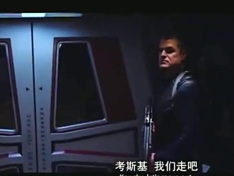人类士兵去侦查太空船 突然遇到神秘的物体 仓惶逃跑