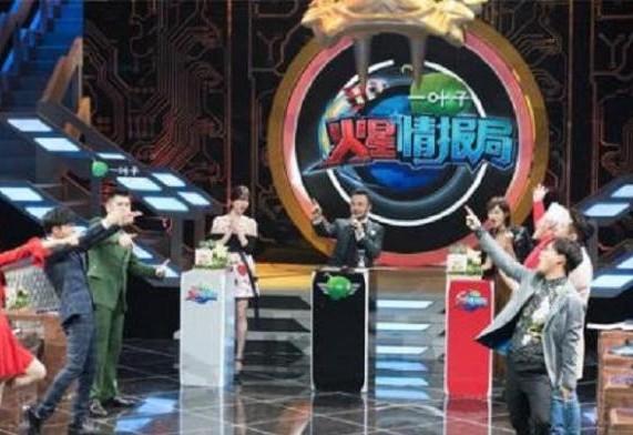 最近湖人卫视汪涵又火了一把:在录制节目的时候怒摔话筒