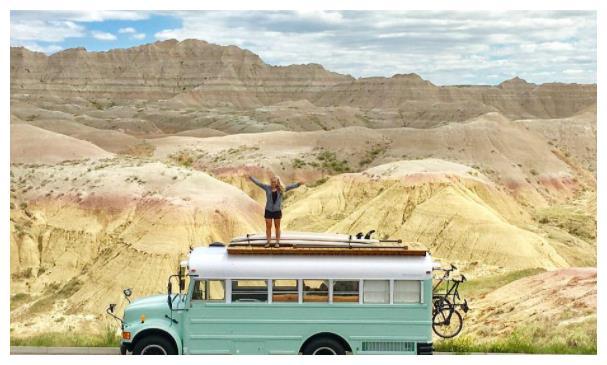 为什么越来越多人自驾游选择床车,而不是房车,理由扎心了!