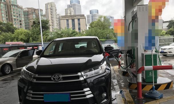 丰田汉兰达养车需要多少花销?多少月收入养得起?看完领悟了