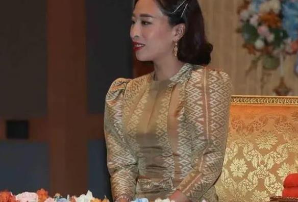 42岁帕公主换发型!短发意外撞脸郭晶晶,泰国未来女王就是霸气