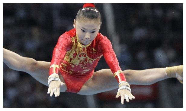 悟性很高的何可欣,12岁时就进入国家体操队,多次拿到奖项