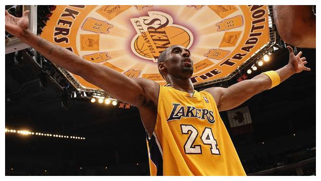 这个赛季的安东尼-戴维斯,场均可以拿到26.1分9.2个篮板3.2次助攻