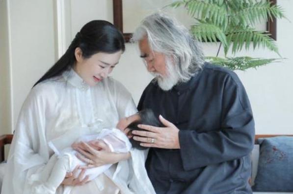 2年做3次试管婴儿,又怀3胎当高龄产妇,她被张纪中当生育机器?