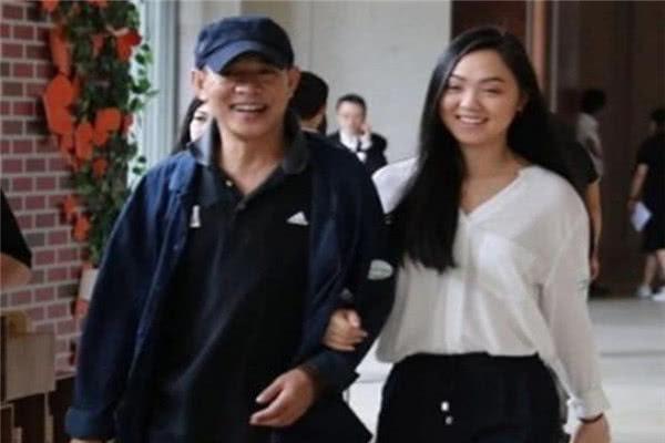 巨星李连杰的女儿,7岁就和刘德华伴舞了,如今已经长成大美女!