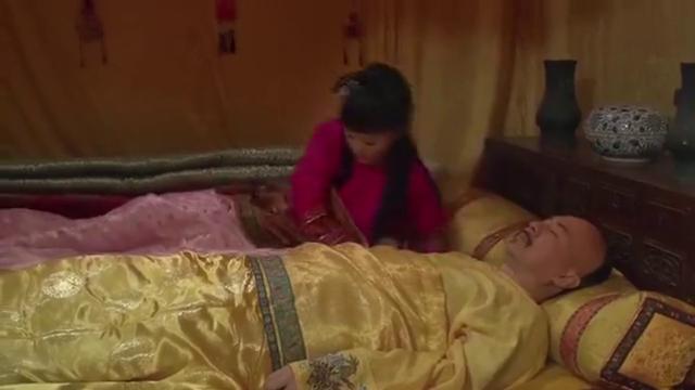 甄嬛把皇上吵醒,皇上却纵着她说她活泼可爱,真是暖心啊