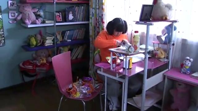 祈望:女孩房间零食吓到后妈,觉得女孩暴饮暴食,不能这样下去