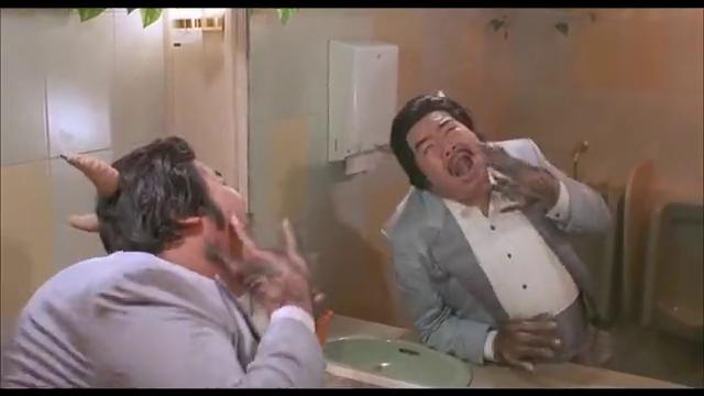 郑则仕在厕所突变成牛魔王,把小伙多年的便秘都治好了,爆笑!