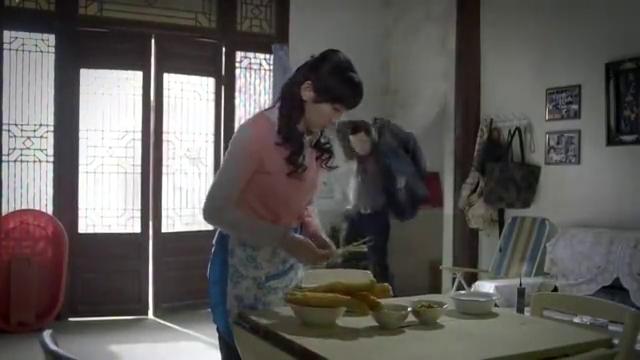 文皓的内心是绝望的,但她看到陈鹤强的名片,打算跟他做一笔买卖