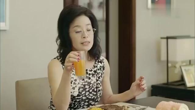 豪门婆婆破产后还挑,怎知食用油必须用橄榄油,橙汁必须现榨现喝
