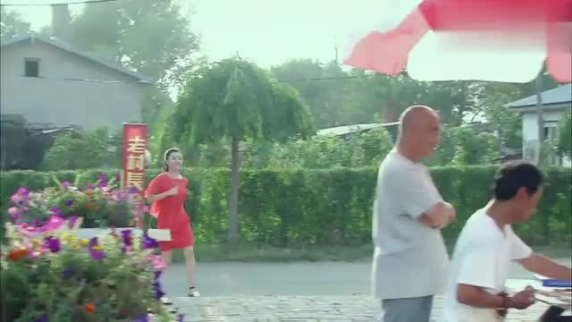 姑娘与舅舅聊天,正巧马兰看见了,以为姑娘和丁胖子有一腿