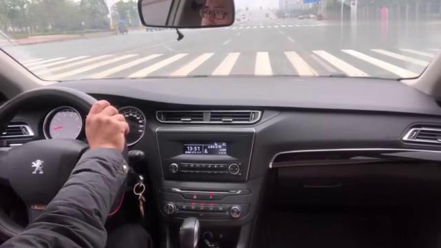 手动挡红绿灯起步技巧!敢这样操作的!绝对是老司机!