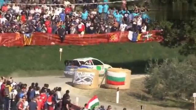 视频:汽车福特福克斯上了赛道就狂起来!一个转弯证实40万不白花!