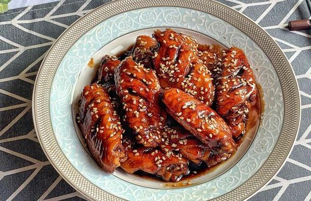 鸡翅这样做,简单易上手卖相高,香甜味美,多给老人和孩子吃
