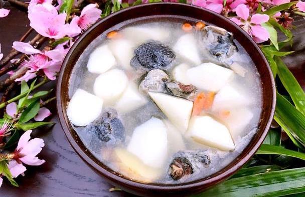 秋天气候干燥,适合多喝汤,这道汤味道鲜美有营养