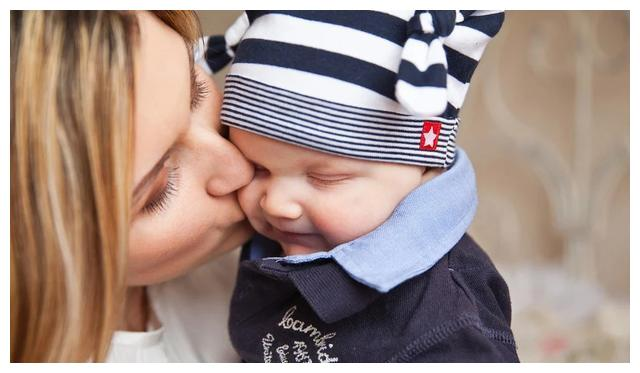 奶水稀不代表没营养,宝妈如何辨别奶水营养?