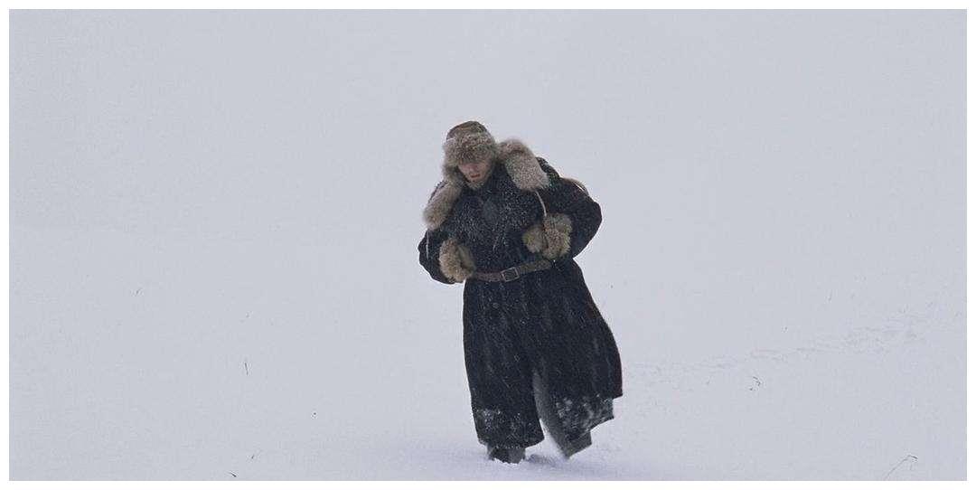 男子被关北极监狱,为逃跑在雪地行走3年,完成了场不可能的越狱