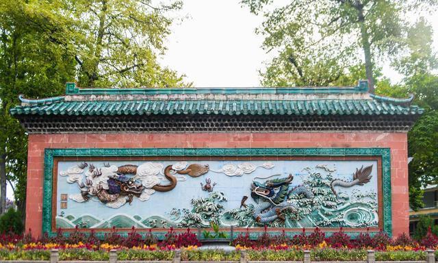 广东也有园林景点,它是岭南四大园林之一,五彩玻璃光影绝美!