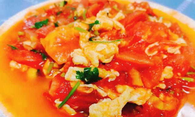 3个西红柿,2两五花肉,一把芹菜,10分钟上桌,好吃又解馋