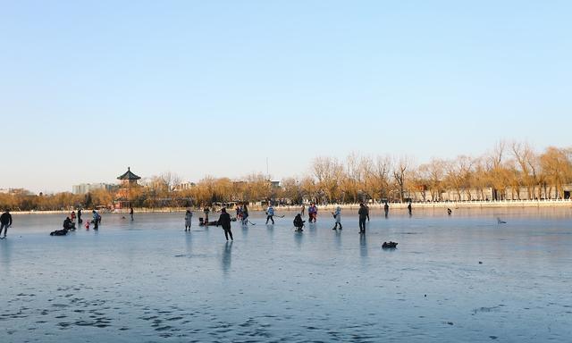 感受浓浓老北京风味,冰上自由徜徉,相约什刹海