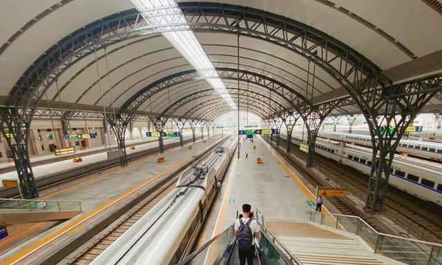 中国最大的欧式火车站,建筑奇特,已有百年历史,却不以城市命名