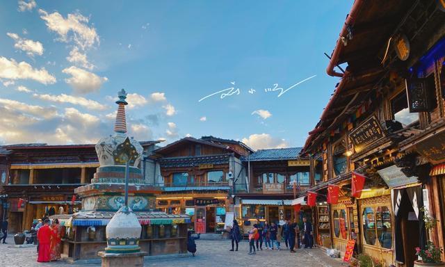 """云南香格里拉风景最美的""""网红""""餐厅,吃饭时还能俯瞰独克宗古城"""