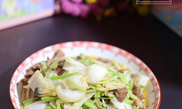 芹菜白菜梗炒牛肉,家常下饭菜,简单美味可口