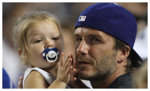 贝克汉姆与女儿小七哈珀