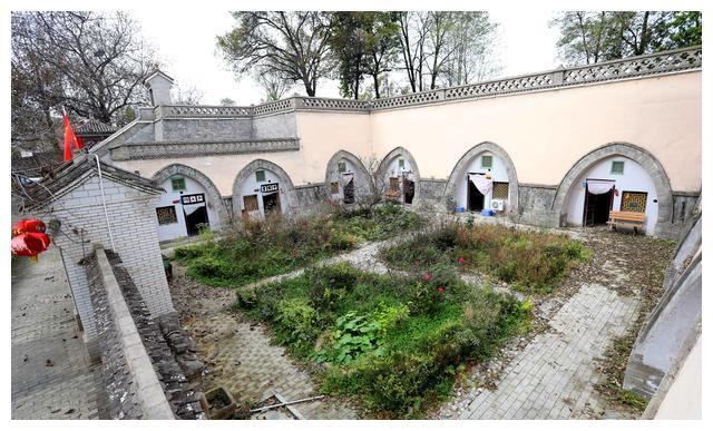 陕北大山里有处被骆驼拉过来的百年古村,房子更是建在了地底下