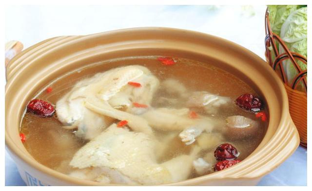 美味鲜香猪蹄鸡肉煲,制作简单又好吃,奶油蘑菇汤,奶香十足