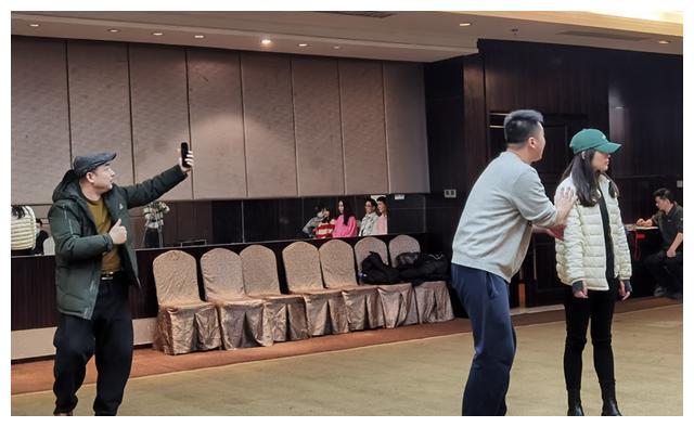 """春晚探班:牛年青岛春晚语言类节目二审""""网红""""驾到 超有笑果"""
