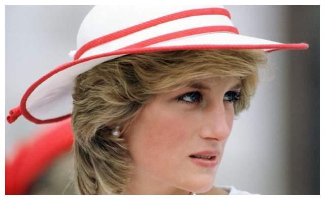 与查尔斯王子离婚后,戴安娜王妃住在哪里?