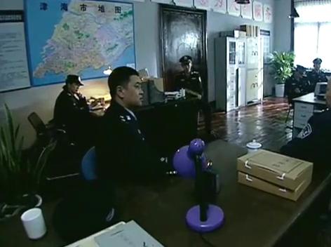 男警官职责所在,误闯美女浴室,怎料竟惹祸上身有口难辩