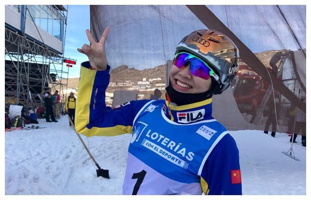 滑雪名将徐梦桃重回世界第一,看到双腿令人心疼,成功太不容易!