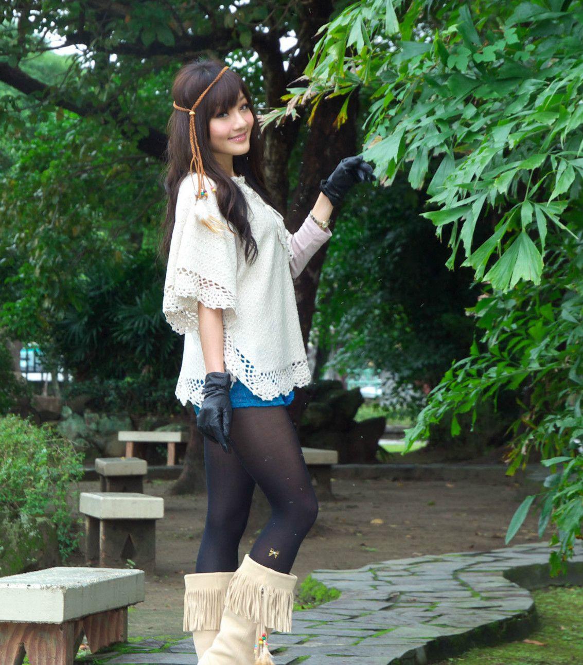 街拍时尚美女:青梅竹马的她就要出国留学了,拍些美照留作纪念吧