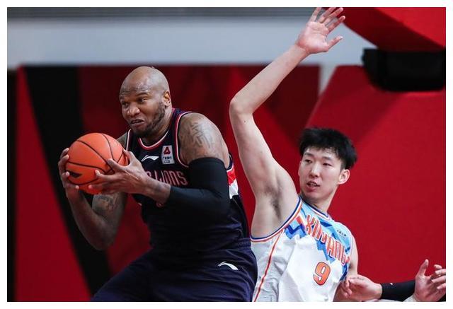 广州男篮贴上郭士强个人标签,3分优势险胜新疆,摩尔贡献准绝杀