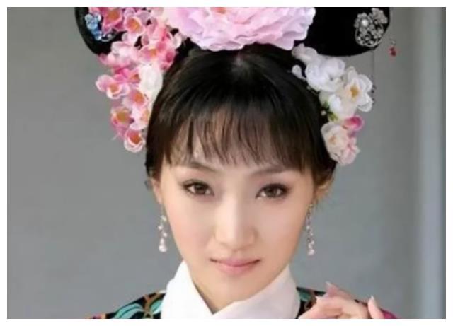 她是清朝的格格,有着皇族血脉,从不接宫廷戏,却为刘德华演格格