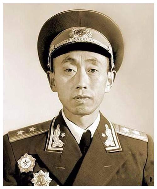 李先念对聂荣臻说,你手下的团政委屈才了,他后当北京军区司令员