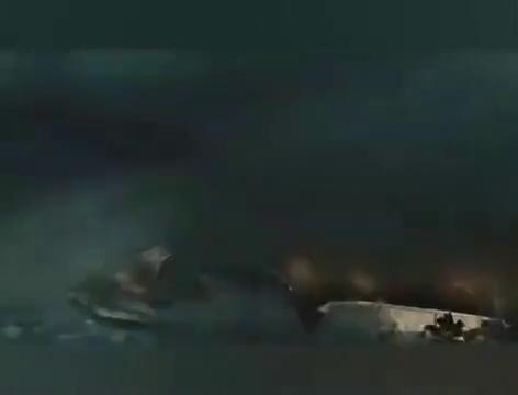 电影《2012》,世界末日,大海突发海啸让人望而生畏