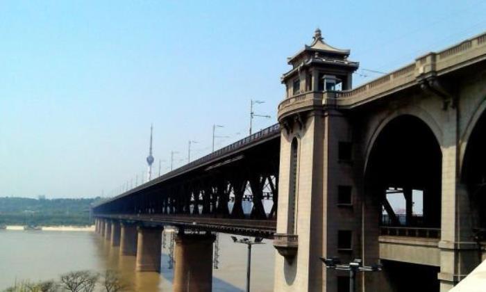 湖北在建的长江大桥,工期4年,预计今年底实现贯通