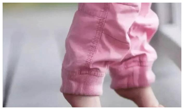 夏天该不该给宝宝穿袜子,医生给出观点,很多宝妈做错了