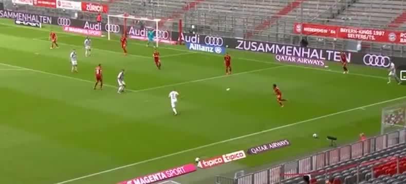 屈桑斯后场解围球失误,赫勒门前包抄破门