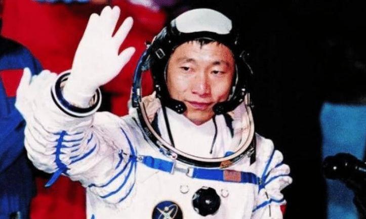 为什么宇航员把枪带进太空?是害怕遇见外星人吗?