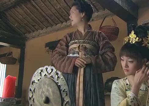 清纯美女下定决心去服侍昏君,只为向最好的闺蜜复仇,王爷太寒心
