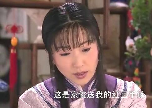 秋菊好心把礼物送给大姐,不料被大姐误会,气得当场怒砸礼物!