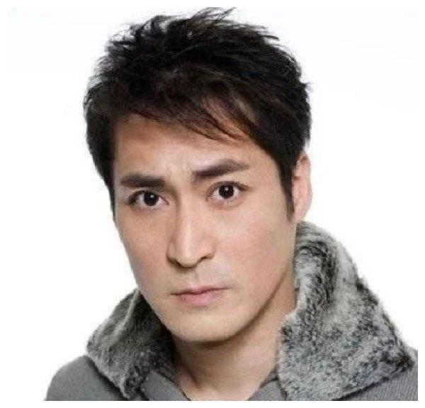 歌手赵传的徒弟,爱过演员黄建群,最后嫁夏克立,如今家庭幸福