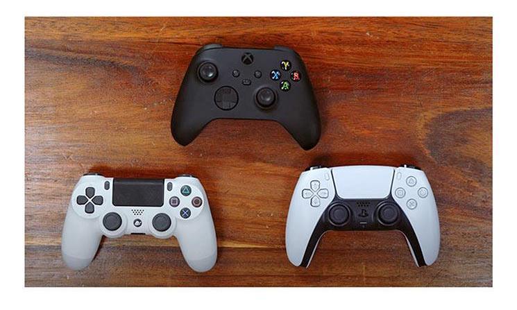 究竟谁更大?PS5与Xbox Series X手柄直观对比